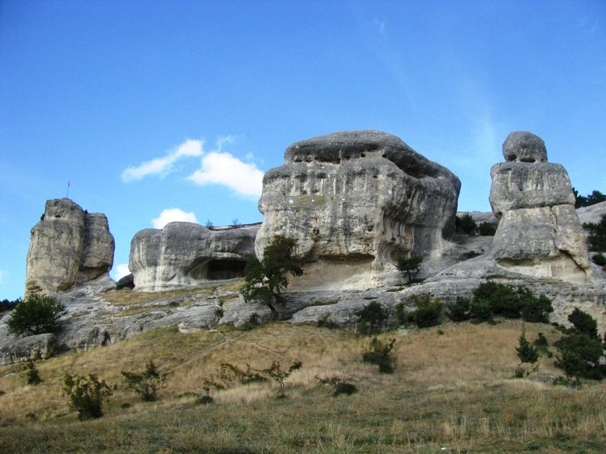 Пешие походы по пещерным городам и монастырям Крыма.