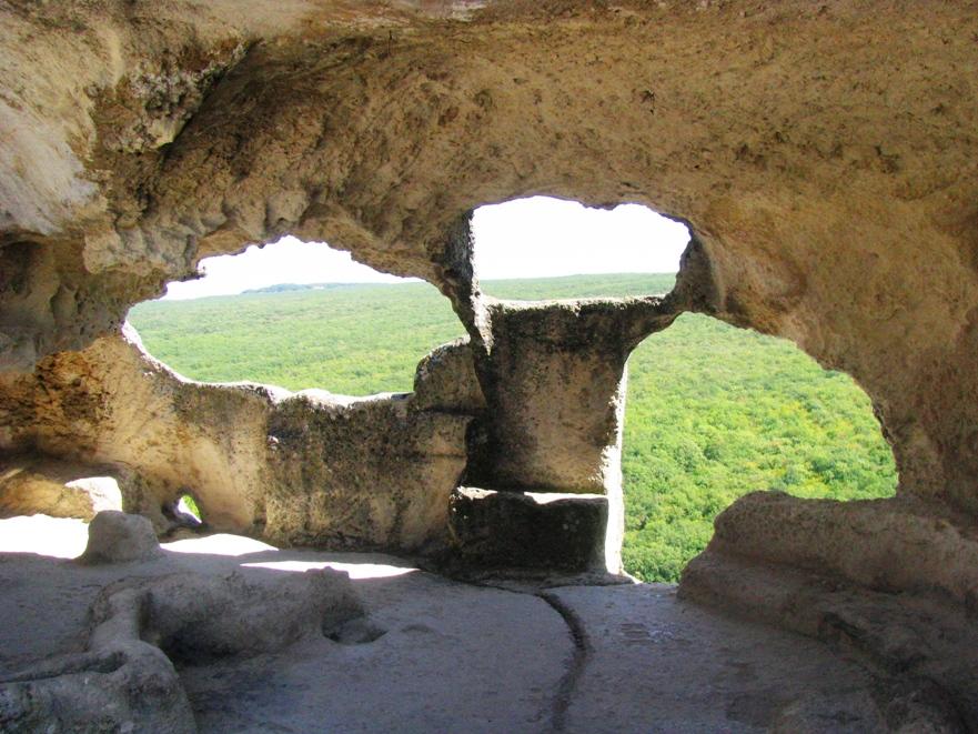 Пешие походы по пещерным городам Крыма.